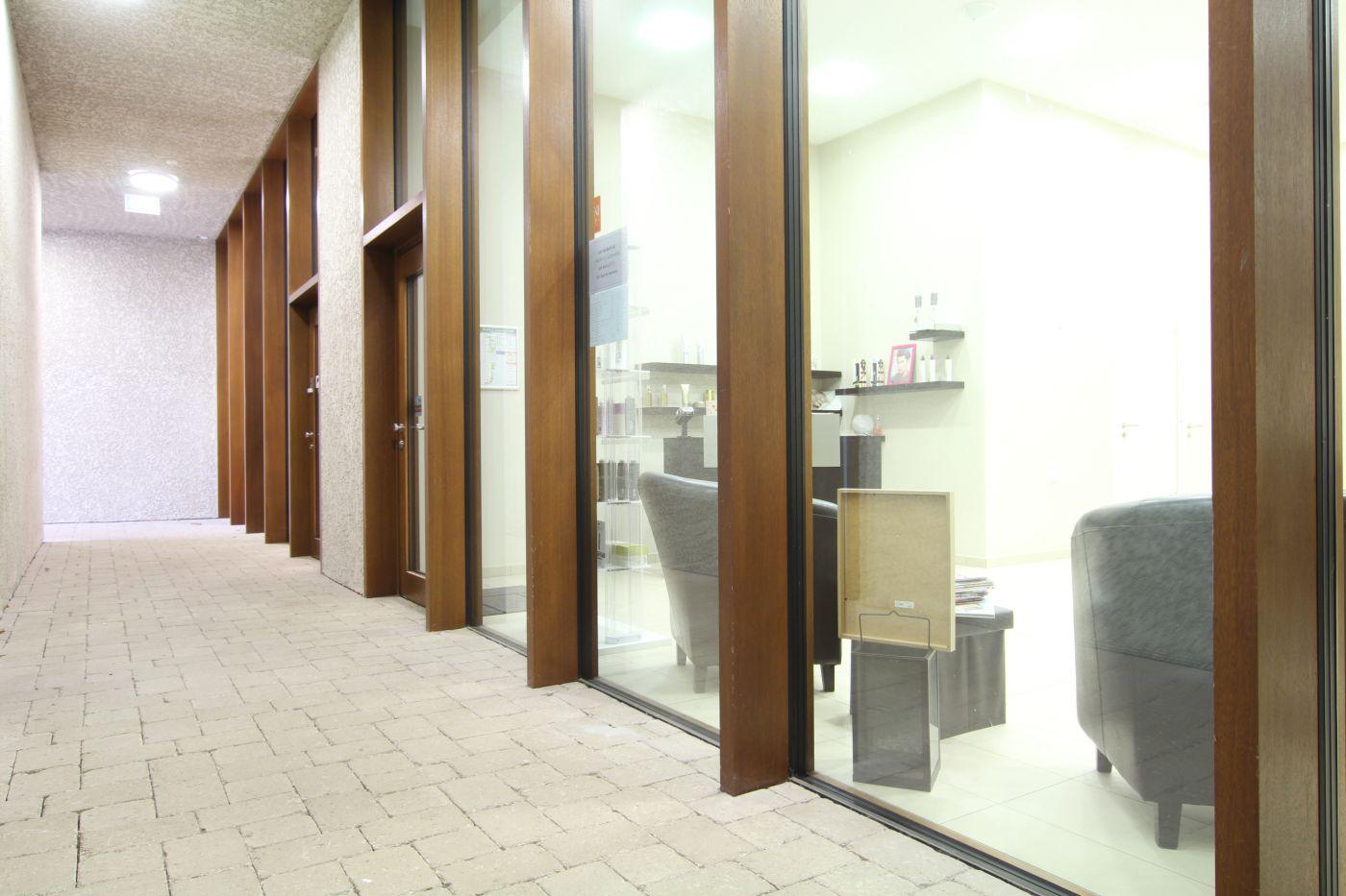 local commercial schengen de 52m2 1200 mois immopac votre partenaire immobilier au. Black Bedroom Furniture Sets. Home Design Ideas